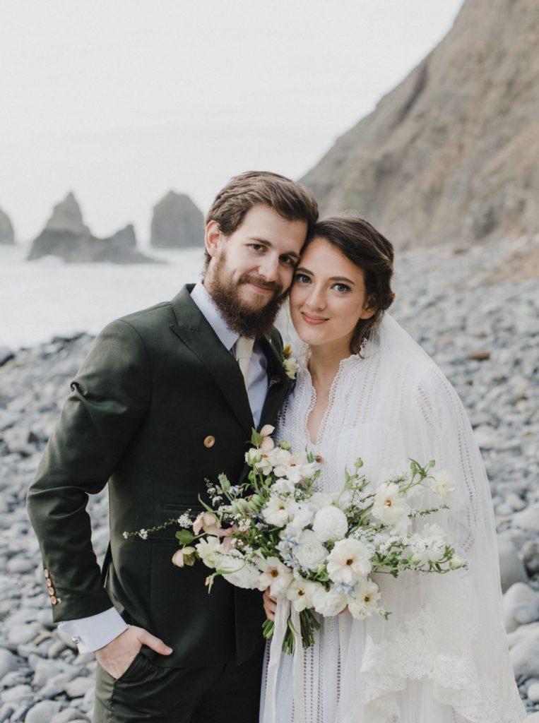 oregon coast bridals session with bride and groom holding bouquet